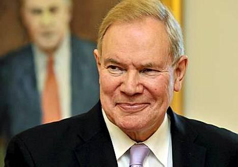 Ex-pääministeri Paavo Lipponen (sd) paljastaa muistelmissaan värväysyrityksen KGB:n agentiksi.