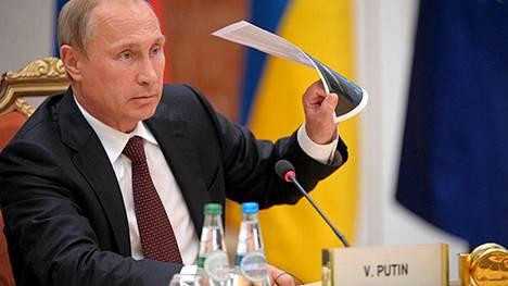Vladimir Putin istui neuvottelupöytään Minskissä Valko-Venäjällä tiistaina.