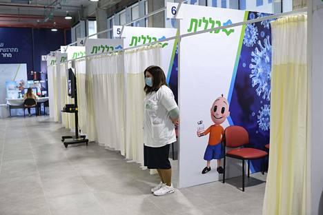 Rokotuskeskus Herzliyassa.