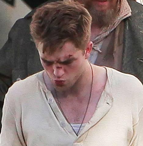 Robert Pattinson mukiloituna, mutta se on vain elokuvaa.