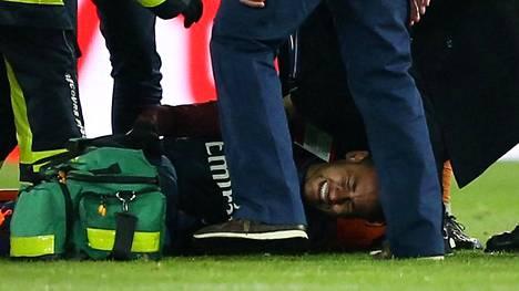 PSG:n tähtipelaaja Neymar loukkaantui sunnuntain kamppailussa Marseillea vastaan.