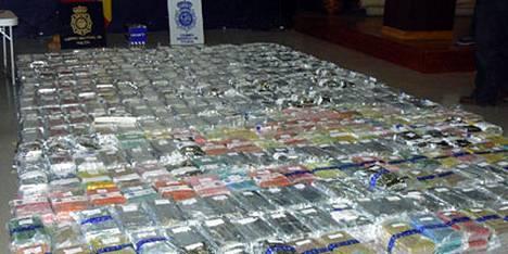 Espanjan poliisi sai halutuunsa 800 kiloa Ibizan markkinoille tarkoitettua kokaiinia, joka oli salakuljetettu Espanjaan Dakarin rallin huoltoautoksi naamioidussa rekassa.