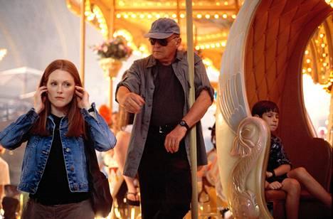 Vuonna 2001 ilmestyneessä Hannibal-elokuvassa Clarice Starlingia näytteli Julianne Moore. Varo Hannibalia (Anthony Hopkins)!