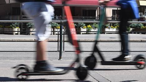 Näkövammaiset ovat selkeä kärsijäryhmä kun sähköpotkulaudalla ajetaan jalkakäytävällä tai lautoja jätetään lojumaan keskelle kulkuväylää.