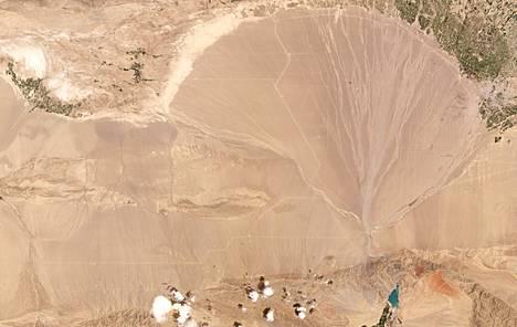 Kuva aavikosta, jonne ohjussiiloja uskotaan rakennettavan.