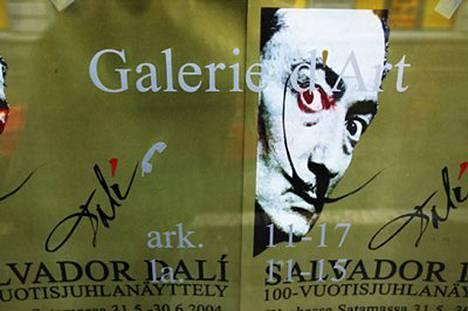 Dali-näyttely avautui yleisölle Helsingin Wanhassa satamassa toukokuussa 2004.