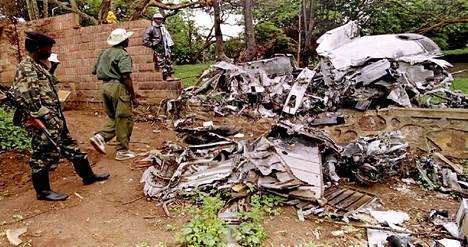 Ruandan presidentin Júvenile Habyriamanan laskeutumassa ollut lentokone ammuttiin alas huhtikuun 6. päivänä 1994. Se oli lähtölaukaus sata päivää kestäneelle jåärjestelmälliselle kansanmurhalle.