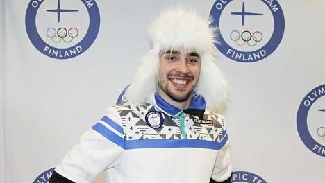 Pyeongchangin olympiajoukkueen kisa-asuun kuulunut karvalakki on Ristomatti Hakolalle rakas muisto.