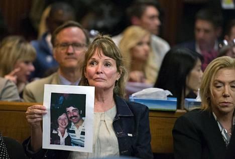 Cheri Domingo, 35, ja Greg Sanchez, 27, joutuivat Golden State Killerin uhreiksi kotonaan, lähellä Goletaa vuonna 1981.