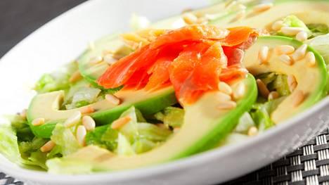 Salaatin ei tarvitse olla tylsää, eikä aina edes tiukan terveellistä, Jonna Vormala muistuttaa. Salaatteihin voi hullaantua, hän toteaa kirjassaan.