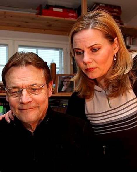 Timo T.A. Mikkonen ja Nina-vaimonsa ovat saaneet tappouhkauksia.