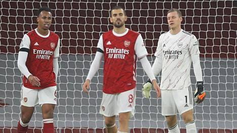 Arsenalin syyskausi on ollut synkkä. Kuvassa puolustaja Gabriel (vas.), keskikenttäpelaaja Daniel Ceballos sekä maalivahti Bernd Leno harmittelevat kohtaloaan tappiollisessa ottelussa Wolverhamptonia vastaan marraskuussa.