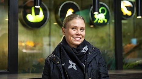 Jungle Juice Barin perustaja Noora Fagerström, 33, ymmärsi teini-ikäisenä, että jos hän haluaa pois rahattomuudesta, koulu on pakko hoitaa hyvin.