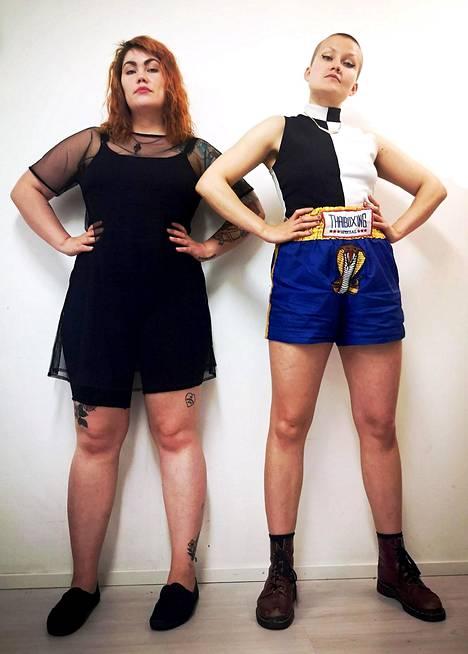 Säde (vas) ja Sandra luonnehtivat itseään feministeiksi. – Tämä on rauhallinen, kaunis mielenilmaus. Voimauttava, naiset ennakoivat Tissit Flash Mobiaan.