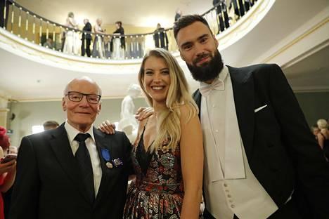 Jitka Novackova ja Tim Sparv sekä huoltajalegenda Gunnar Yliharju.
