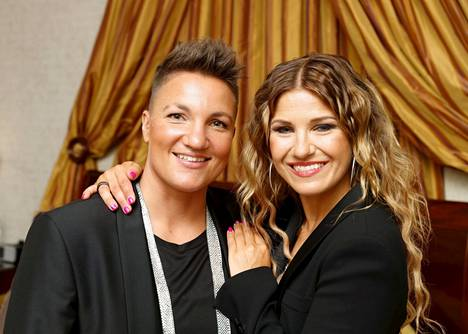 Elina Gustafsson ja Ansku Bergström ovat valmiina suoriin TTK-lähetyksiin.