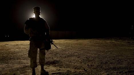Yhdysvaltain laivaston sotilas Irakissa.
