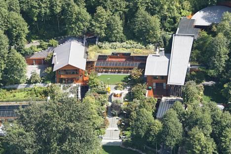 Melinda ja Bill Gates omistavat lukuisia kartanoita, jotka menevät eron myötä jakoon. Yksi hulppeimmista on Seattlessa sijaitseva, lempinimen Xanadu 2.0 saanut lukaali, jonka arvon uskotaan olevan yli 107 miljoonaa euroa.