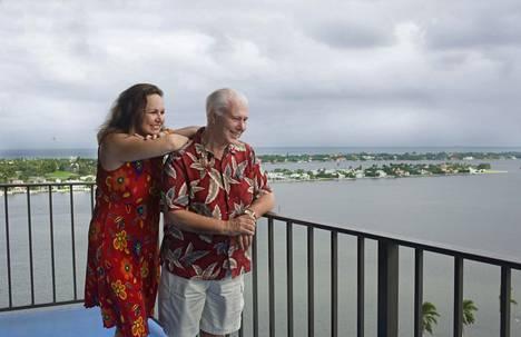 Growickeille oli tärkeää löytää asunto merimaisemalla. Heidän seitsemännen kerroksen kotinsa parvekkeen alla näkyy palmupuiden reunustama Intracoastal Waterway. Vesiväylän toisella puolella siintää Atlantin valtameri.