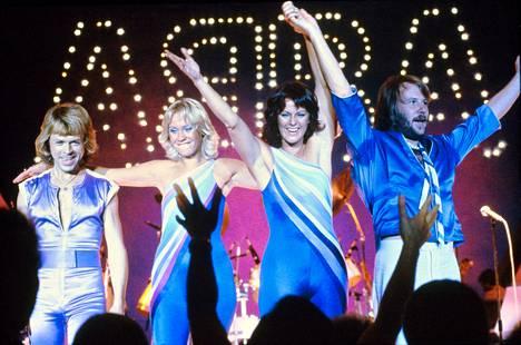Abba esiintymässä suoisonsa huipulla vuonna 1979.