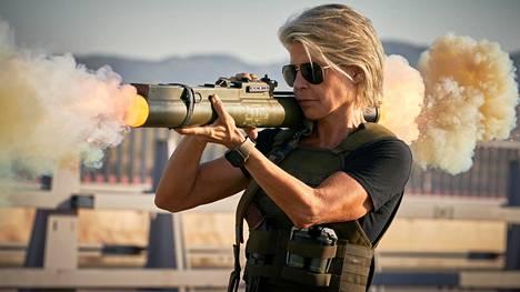 Sarah Connor (Linda Hamilton) käytti Terminator: Dark Fate -elokuvassa kevyttä kertasinkoa paremmin kuin sipsipussia, joka ei todellisuudessa riitä suojaamaan kännykkää vakoilulta.