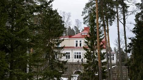 Bensowin lastenkotisäätiö omistaa muun muassa Villa Bensowin Kauniasissa.