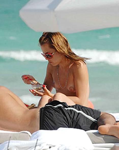 Mena Suvari näytti parhaimpia puoliaan Miami Beachilla.
