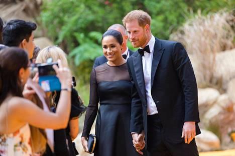 Herttuatar Meghan ei ole brittimedian mukaan enää toivottua päivällisseuraa, sillä hän ei ole noudattanut etikettiä.