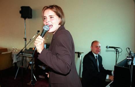 1997: Lymi on myös tarttunut mikkiin.