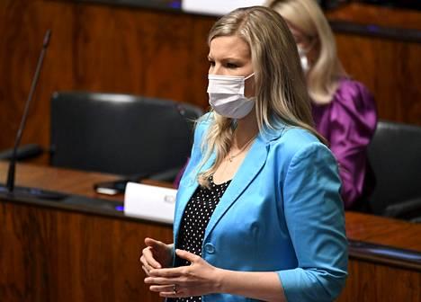 Sofia Vikman (kok) käynnisti kyselytunnilla kiusaamiskeskustelun, joka kesti lähes 45 minuuttia.