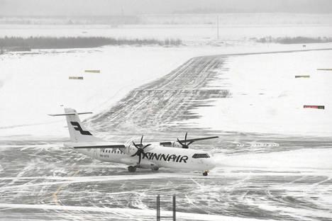 Helsinki-Vantaan lentokenttä oli yksi Suomen lumisimmista paikoista.