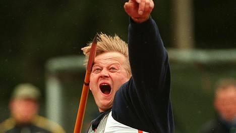 Seppo Räty heitti ME-tuloksen 96,96 Punkalaitumella.