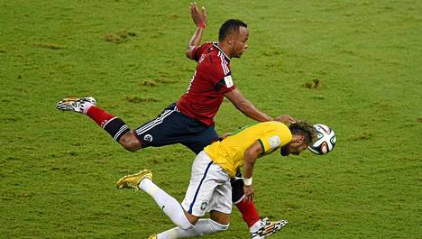 Kolumbian Juan Zuniga teloi Neymarin pois MM-kisojen ratkaisuotteluista.