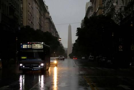 Massiivinen sähkökatkos on jättänyt Argentiinan ja Uruguayn ilman sähköjä. Kuva Argentiinan pääkaupungista Buenos Airesista.