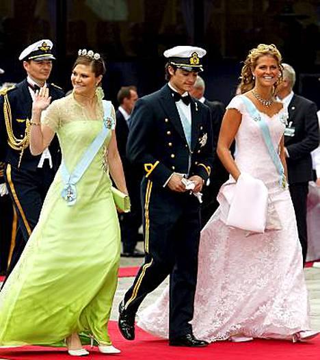 Ruotsin nuorten kuninkaallisten Victorian, Madeleinen ja Carl Philipin asumisjärjestelyt haiskahtavat kikkailulta.