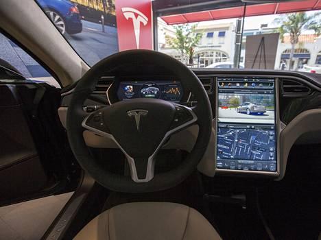 Tesla tarjoaa palkkioita hakkereille, jotka löytävät haavoittuvuuksia sen järjestelmistä.