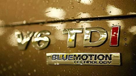 Perän V6-logo kertoo, millainen moottori konepellin alta löytyy.