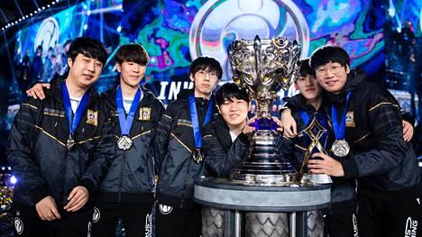 Kiinalaisjoukkue Invictus Gaming on hallitseva maailmanmestari. Joukkue pelaa D-lohkossa.