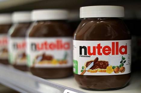 Suomalaisäiti hämmästelee lapsille lounaaksi tarjottuja Nutella-lettuja.