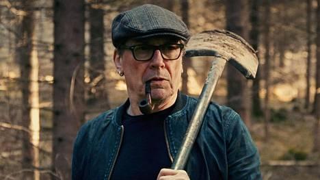 Matti Onnismaa näyttelee Veikkoa, joka on sekä automekaanikko että eläinten lopettaja.