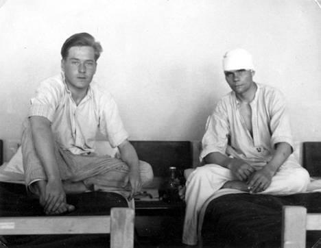 Potilaita sotasairaalassa.