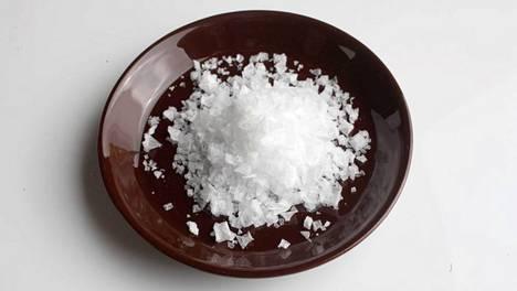 Suomalaisia kehotetaan syömään entistä vähemmän suolaa.