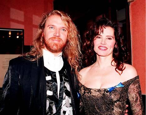 Renny Harlin ja Geena Davis vuonna 1994.