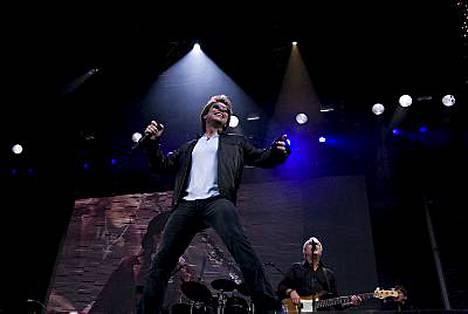 Maailmankuulu yhtye Bon Jovi suuttui kesäisen Suomen-keikkansa järjestelyistä.