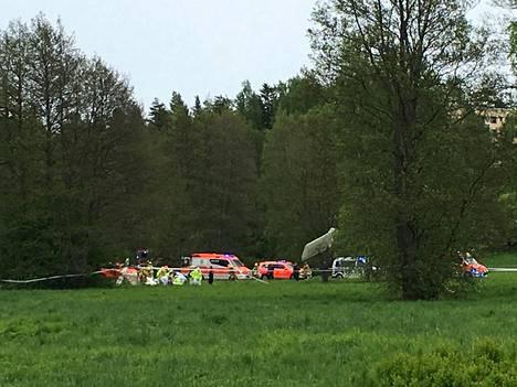 Pienkone putosi Aino Ackten puistoon Helsingin Tullisaareen.
