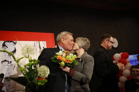 SDP:n puheenjohtaja Antti Rinne ja puoliso Heta Savolainen-Rinne.