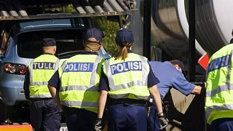 Poliisi valvoi raskasta liikennettä tehostetusti viime viikolla. Kuvituskuva.