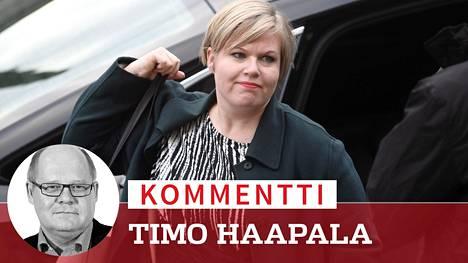 Annika Saarikon johtaman keskustan kulisseissa kuhisee.