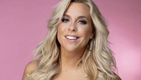 Krista Siegfrids on tullut suomalaisille tutuksi laulajana ja televisiokasvona. Nyt salamarakkaus vie naisen Amsterdamiin.