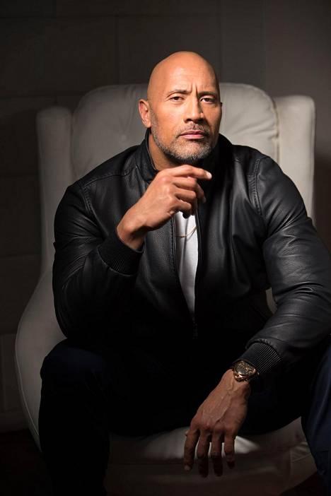 """Muun muassa Fast & Furious -elokuvia tähdittänyt Dwayne """"The Rock"""" Johnson on jo toista kertaa elokuvamaailman tulokuningas."""